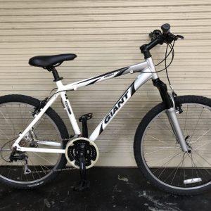 Xe đạp Địa Hình Nhật Bãi MTB Giant Aluxx